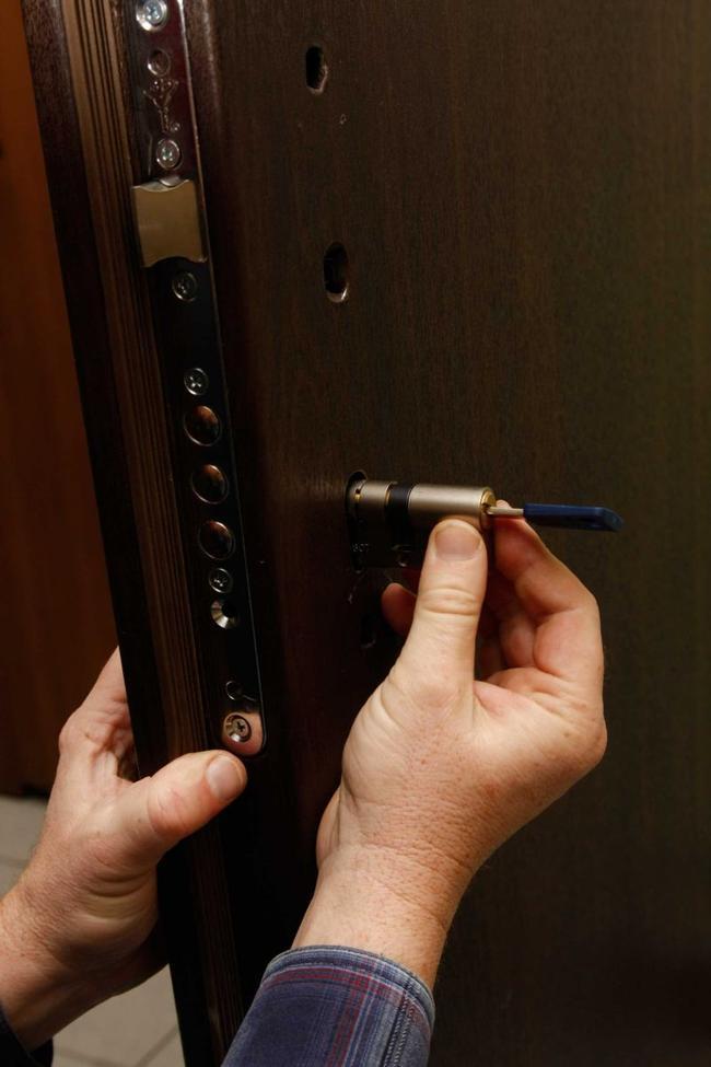 [РЕШЕНО] Заменить личинки входной двери